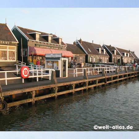 Am Hafen von Marken in Nord-Holland