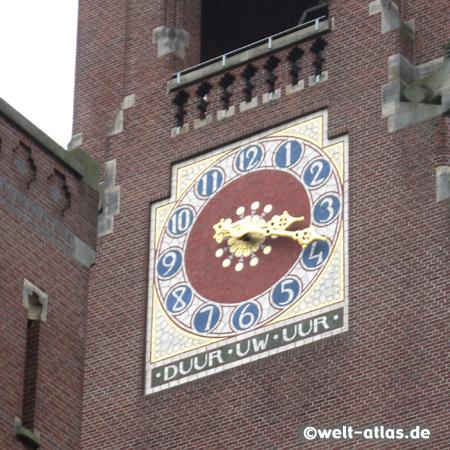 Uhr am Glockenturm des Beurs van Berlage, ehemalige Amsterdamer Börse