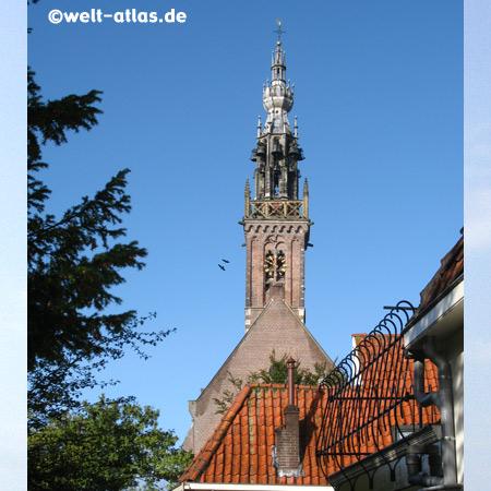 Der Spielturm ist ein Rest der im Jahr 1883 abgerissenen Onze Lieve Vrouwe- oder Kleine Kerk