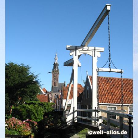 Kwakelbrücke und Spielturm, Rest einer Kirche in Edam