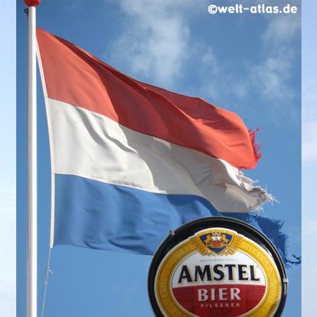 Flagge und Bierreklame