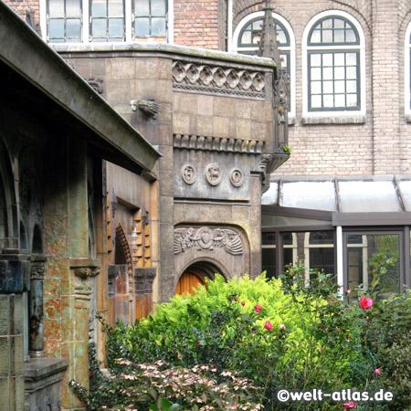 im Garten Royal Delft, Delfter Keramik Manufaktur