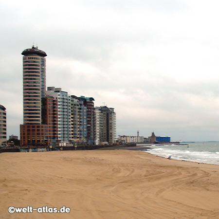 Stadtstrand und Boulevard mit Hotel- und Appartmentanlagen
