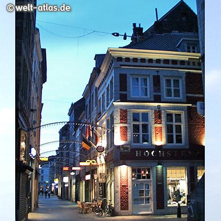 Muntstraat - Abend in der Altstadt von Maastricht