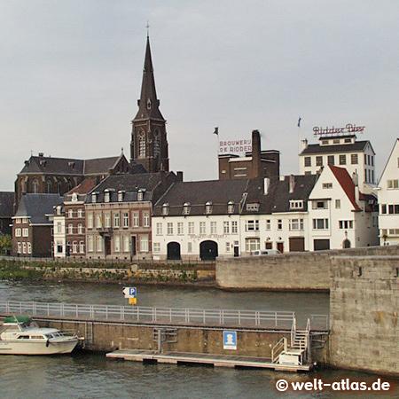 Maastricht, Blick von der Altstadt über die Maas auf den Stadtteil Wijck mit der St. Martinskirche