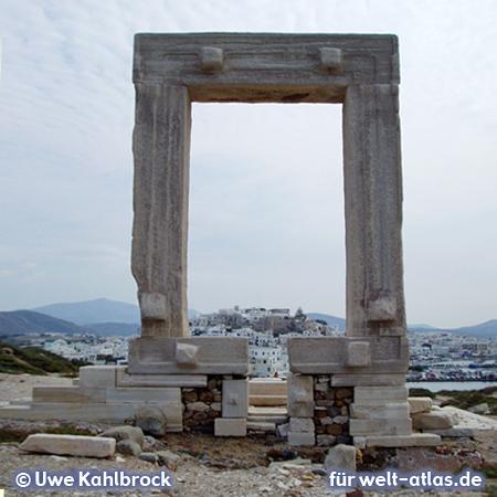 Das Marmortor (Portara) von Naxos, auch als Tor der Ariadne bekannt – Foto:© Uwe Kahlbrock