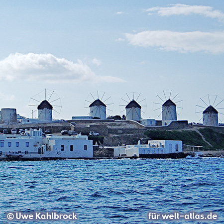Die bekannten fünf Windmühlen auf dem unteren Mühlenberg (Kato Mili) von Mykonos – Foto:© Uwe Kahlbrock