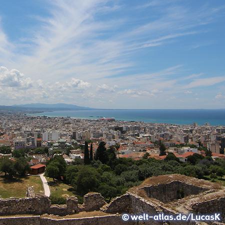 Ausblick von der Burg von Patras Richtung Küste und Hafen
