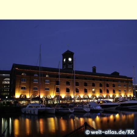 St. Katharine Docks Tower Bridge Docklands London England UK Großbritannien