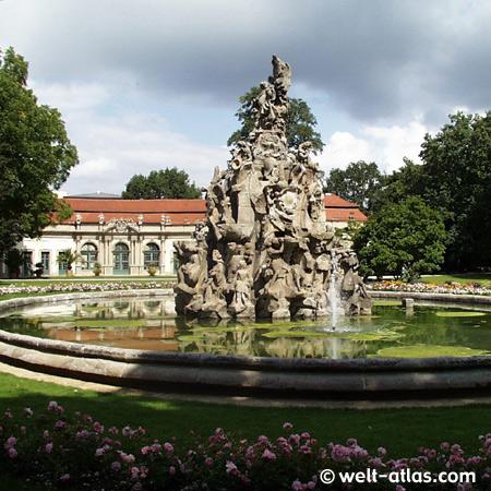 Brunnen Im Schlossgarten, Orangerie,markgräflichen Schloss In Erlangen