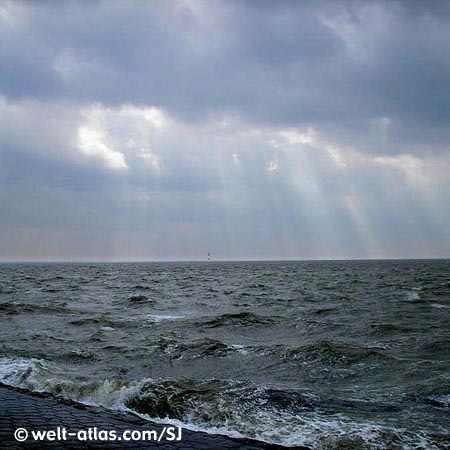 Aufgewühlte Nordsee bei Wilhelmshaven