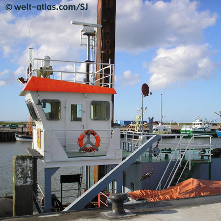Boot im Nordsee-Hafen bei Hooksiel