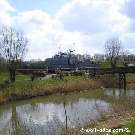 Heimboot der Marinekameradschaft Horumersiel e.V., liegt im Zentrum von Horumersiel