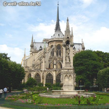 Die Kathedrale Notre-Dame de Paris, Ostseite, eines der ältesten gotischen Kirchengebäude in Frankreich