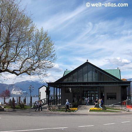 Laveno, Fährterminal, Intra, Lago Maggiore, Berggipfel, Schnee, Lombardei, Italien