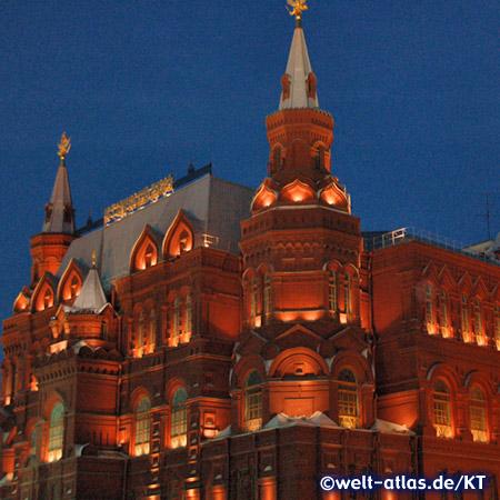 Abend am Staatlichen Historischen Museum am Roten Platz in Moskau