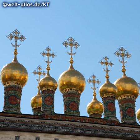 Kuppeln der Terem-Palast-Kirche, ein Teil des Kreml-Palastes