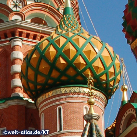 Wahrzeichen von Moskau sind die farbenfrohen Kuppeln und Türme der Basilius-Kathedrale auf dem Roten Platz, jede der neun Hauptkuppeln steht für eine der einzelnen Kirchen der Kathedrale, UNESCO Weltkulturerbe