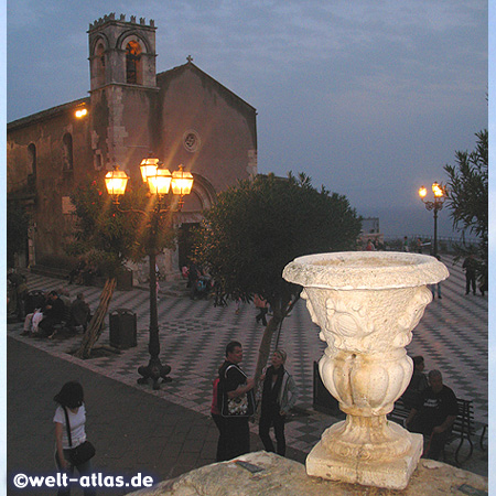 The Piazza IX. Aprile and the Church of Sant'Agostino, now a library in Taormina