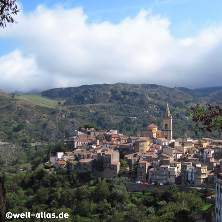 The mountain village Novara di Sicilia is a typical medieval town