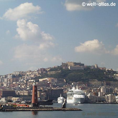 Neapel, Leuchtturm Molo di San Vincenzo und Hafeneinfahrt,Position: 40°50'N  14°16'E