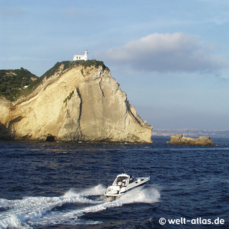 Capo Miseno, Leuchtturm auf dem Felsen, Position: 40°47'N  14°05'E