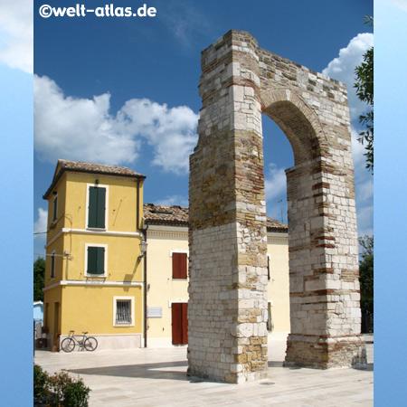 Numana, arco di torre romana, Riviera del Conero, Marche, Italy