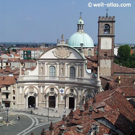 Duomo of Vigévano, Piazza Ducale