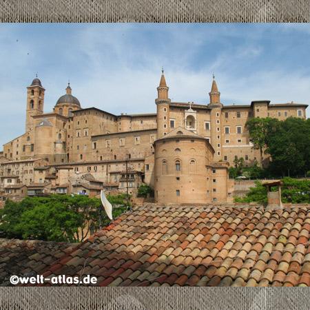 Türme von Urbino- Palazzo Ducale - Marken, Italien