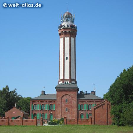 Der imposante Leuchtturm ist das Wahrzeichen von Horst (Niechorze) in Westpommern an der Ostseeküste – das Licht sieht man bis zu einer Entfernung von 37 km