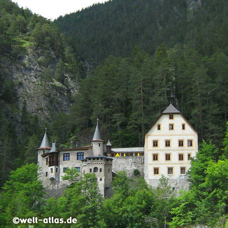 Hotel Schloss Fernsteinsee (Schloss Fernstein) an der Fernpassstraße in Tirol