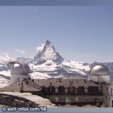 Observatorium auf dem Gornergrat, dahinter das Matterhorn