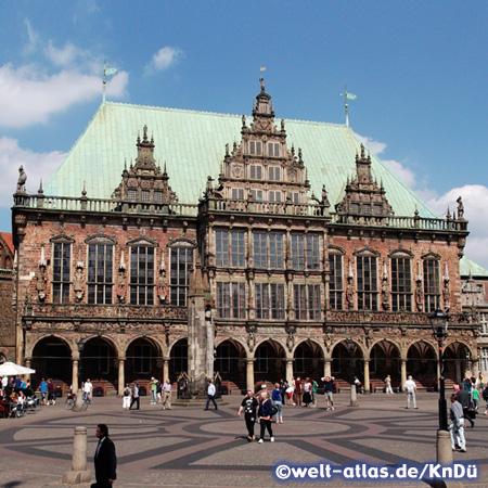 Die Renaissancefassade des Bremer Rathauses –  Rathaus und Roland gehören zum UNESCO-Welterbe der Menschheit