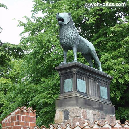 Denkmal Heinrichs des Löwen vor dem Ratzeburger Dom