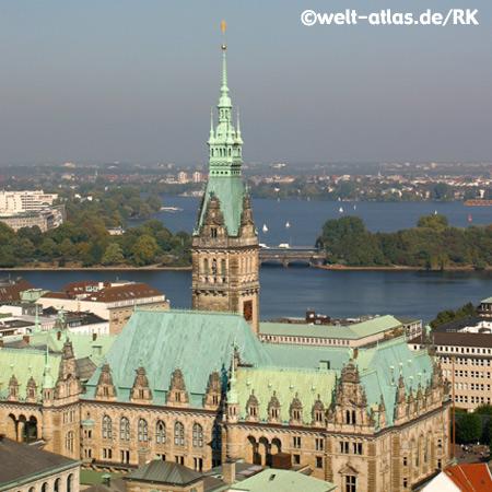 Blick auf  Rathaus mit Binnen-u. Aussenalster, Hamburg