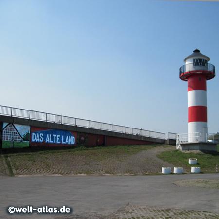 Leuchtturm am Lühe-Anleger an der Elbe im Alten Land, größtes zusammenhängendes Obstanbaugebiet in Mitteleuropa