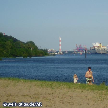 Sandy beach of the river Elbe near to Blankenese lighthouse, Hamburg