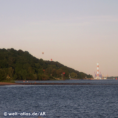 Leuchttürme von Blankenese an der Elbe  - Blick vom Falkensteiner Ufer