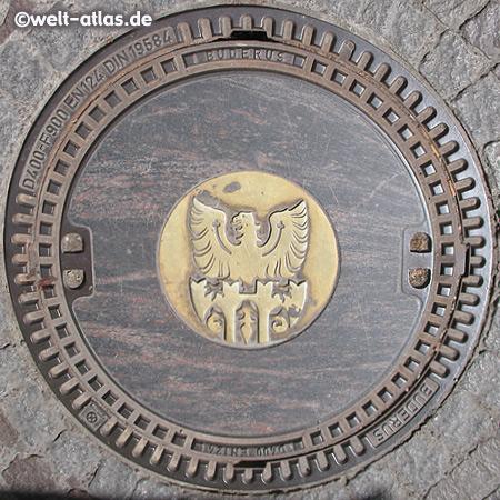 Gullydeckel mit Wappen in Meran,  Südtirol