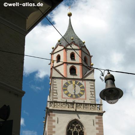 Turm der Meraner Stadtpfarrkirche