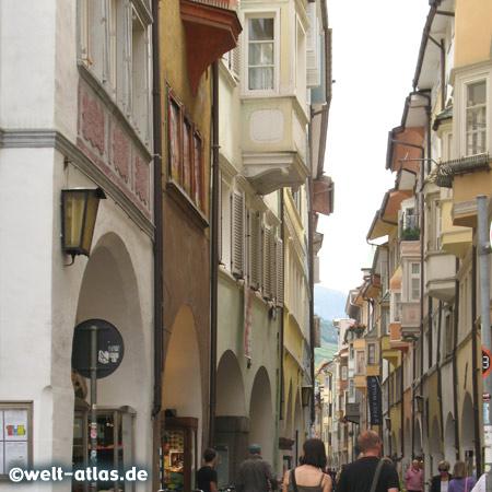 Laubengasse in Bozen, Einkaufsstrasse