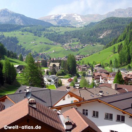 Blick auf Wolkenstein in Gröden, Selva Val Gardena, Dolomiten, Alto Adige, Südtirol, Italien