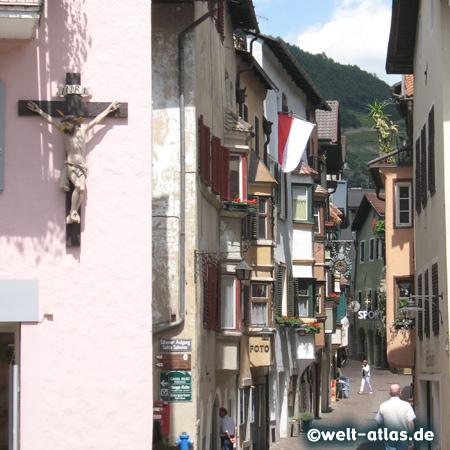 Gasse in Klausen, Eisacktal, Südtirol