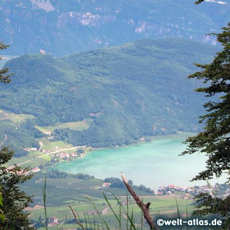 Blick auf den Kalterer See, an der Weinstraße bei Bozen