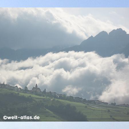 Morgenstimmung bei Algund, Südtirol, Italien
