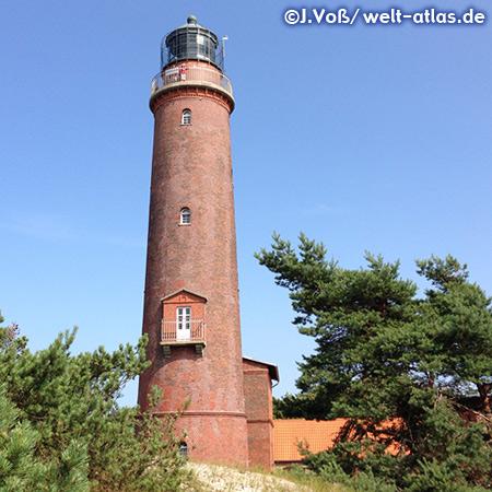 Der Leuchtturm Darßer Ort in den Dünen an der Spitze der Halbinsel Fischland-Darß-Zingst am Rande eines großen Waldgebietes - Position Breite: 54° 28' N, Länge: 012° 30' E