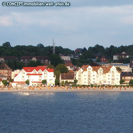 Promenade und Strand von Laboe am Ostufer der Kieler Förde