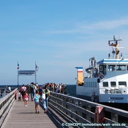 Sommertag an der Seebruecke, Schoenberger Strand in der Kieler Bucht