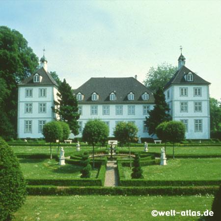 Das barocke Herrenhaus vom Gut Panker in der Holsteinischen Schweiz