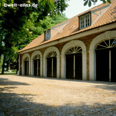 Panker Design Gut Panker in der alten Remise vom Gut Panker in der Holsteinischen Schweiz, historisches Foto